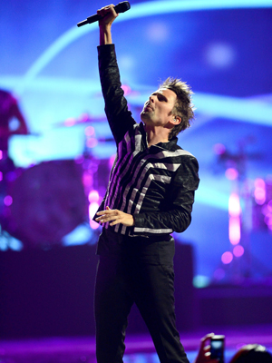 Vokalist Matt Bellamy og resten av Muse fikk en del kritikk for sin elektronika-lefling. (Foto: NTB Scanpix, AFP, Ethan Miller)