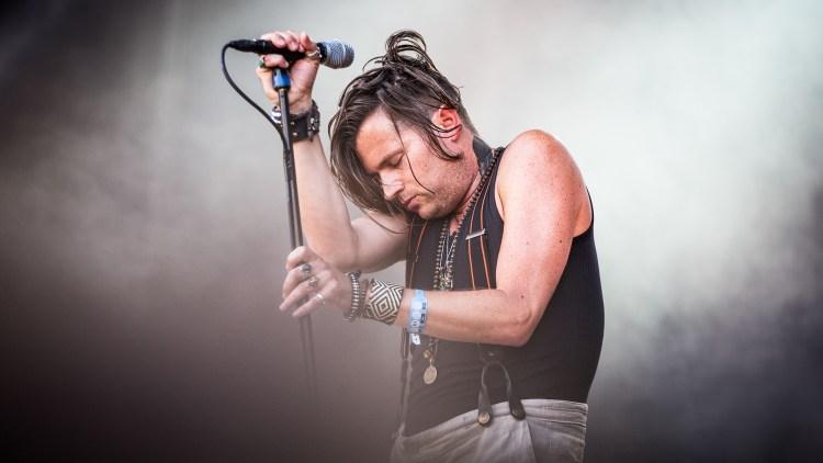 Vokalist Jay Buchanan i kjent stil. Foto: Tom Øverlie, NRK P3