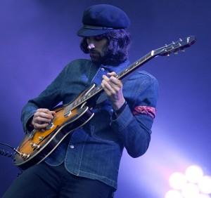Serge Pizzorno og resten av Kasabian spilte under Hovefestivalen 2011. (Foto: Kim Erlandsen, NRK P3)