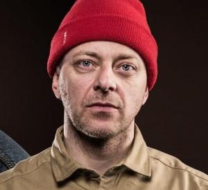 """Tommy Tee blir ofte omtalt som """"gudfaren av norsk hiphop"""". (Foto: Kim Erlandsen, NRK P3)"""