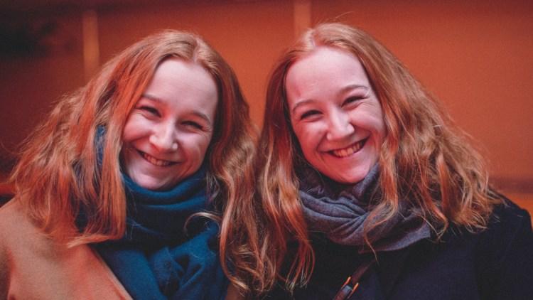 Charlotte Wallevik Hansen og Maren Wallevik Hansen. Foto: Mattis Folkestad, NRK P3