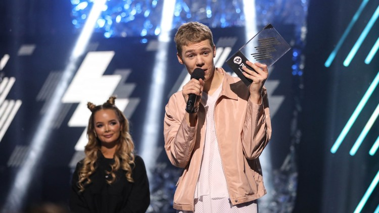 Cezinando vant prisen for årets nykommer under årets P3 Gull. (FOTO: Tom Øverlie, NRK P3)