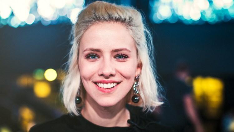 Dagny hadde gitt en pris til hennes foreldre for å være inspirerende. Foto: Tom Øverlie, NRK P3