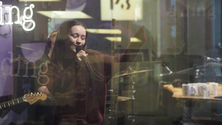 Sigrid covret Kygo hos Christine. Foto: Anna Kristine Valderhaug, NRK P3