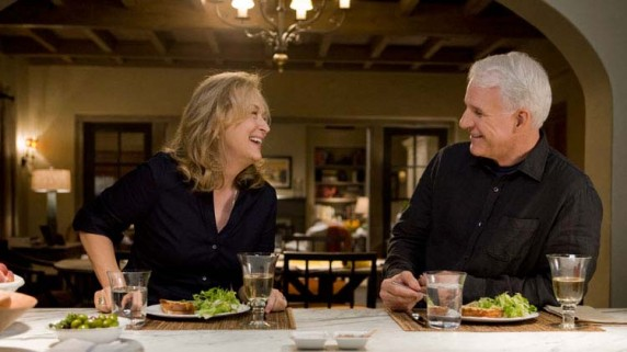 "Meryl Streep og Steve Martin i ""It`s Complicated"". (Foto: Filmweb)"