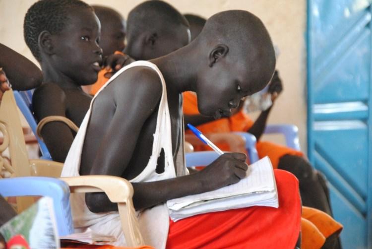 Sudan er et land som trenger hjelp, og Flyktninghjelpen fokuserer blant på at folk skal få gå på skole. (Foto: Kathinka Devold Kjellsen)