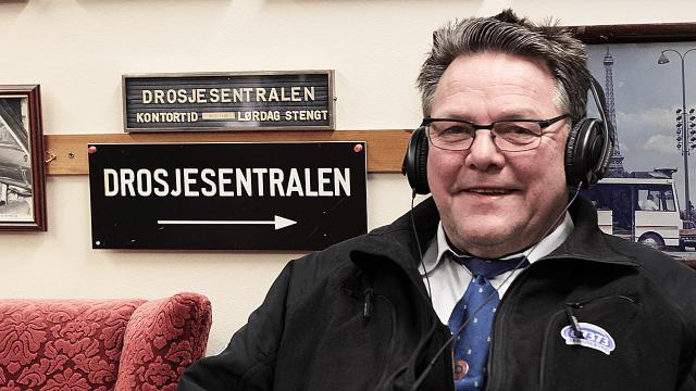 Taxisjåfør Trond Helland (64) roser alle Urørt-finalistene. (Foto: Kristin Evensen Giæver)