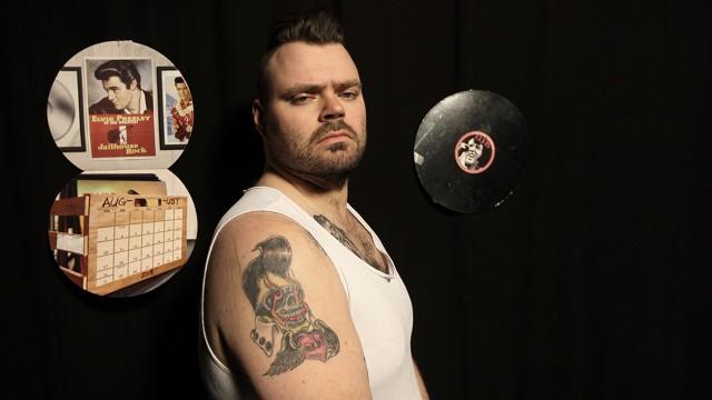 Bjarne har tatovert Elvis på armen. (Foto: Erlend Lånke Solbu/NRK P3)