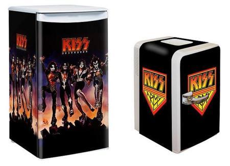 Minikjøleskap sponset av Kiss (Foto: www.kissonline.com)