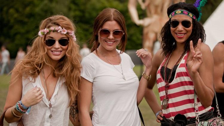 Triana Iglesias kom sammen med to venninner for å se kjæresten spille på Extrema. (Foto: Rashid Akrim)