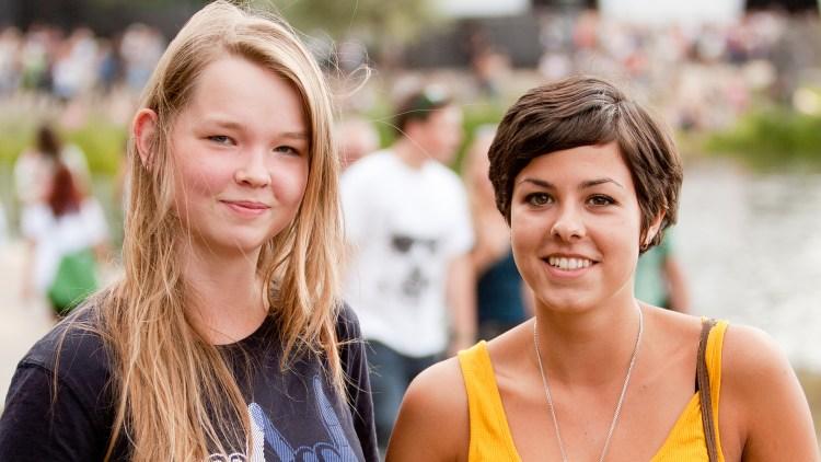 Johanne og Gyda på Øyafestivalen. (Foto: NRKP3)
