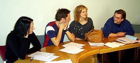 LESEPRØVE: Lyddesigner Wenche Ødegaard, skuespillerne Trond Fausa Aurvåg og Ane Dahl Torp og regissør Steinar Berthelsen (Foto: Gry Elise Jacobsen).