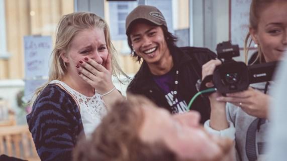 Tuva, kjæresten til Ronny gråter! Foto: Jonas Jeremiassen Tomter, NRK P3