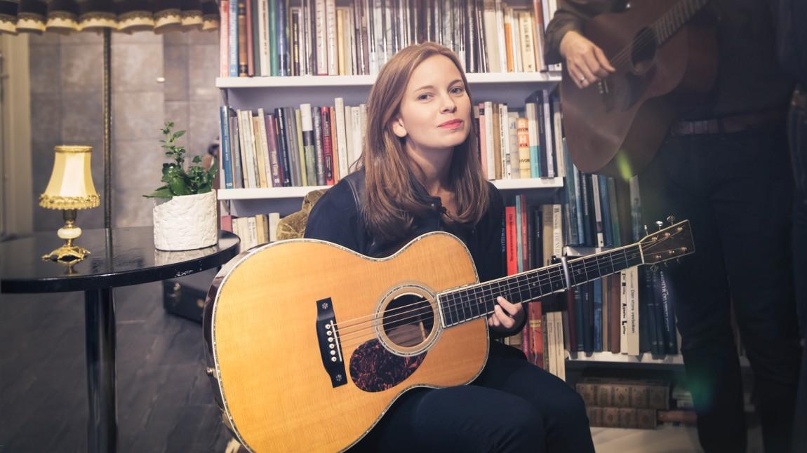 Marit Larsen både auksjonerer vekk en eksklusiv intimkonsert og spiller på årets P3 Gull. (Foto: Rashid Akrim, NRK P3)