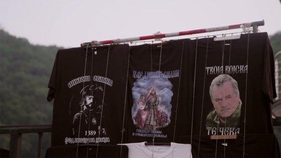 T-skjorter som hyller krigsforbrytere (Foto: Skjermdump)