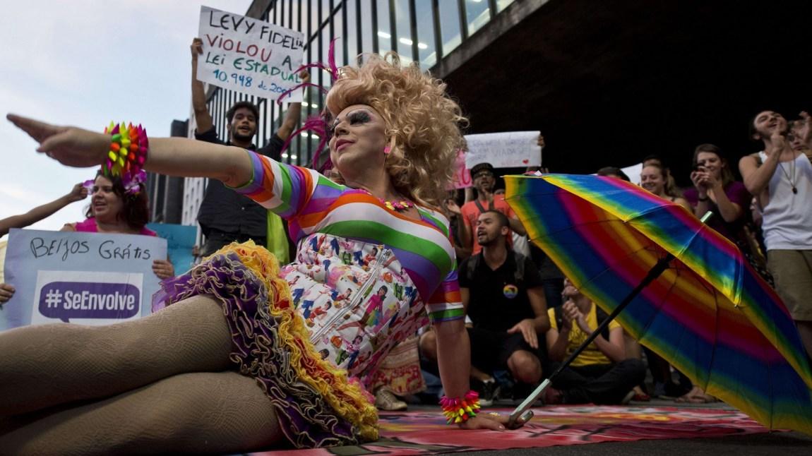 Demonstrasjon i São Paulo september 2014, mot en homofobisk tale av politikeren Levy Fidelix. (Foto: NTB Scanpix, Nelson Almeida)
