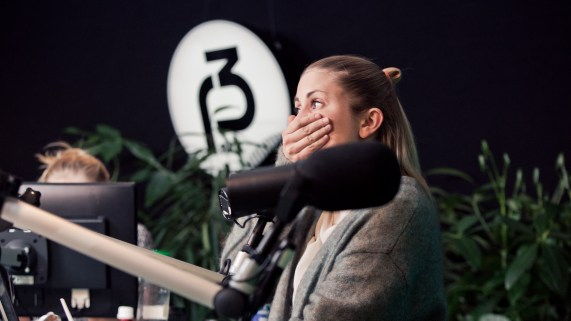 Silje er sjokkert over Niklas sin klipp! (Foto: Rashid Akrim, NRK P3).