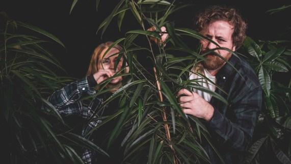 Silje og Ronny koser seg i palmene. Halvveis i P3aksjonen! (Foto: Rashid Akrim).