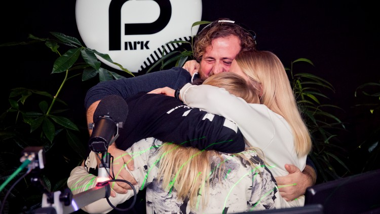Gleden var stor i studio da den endelige summen ble avslørt. (Foto: Tom Øverlie, NRK P3).