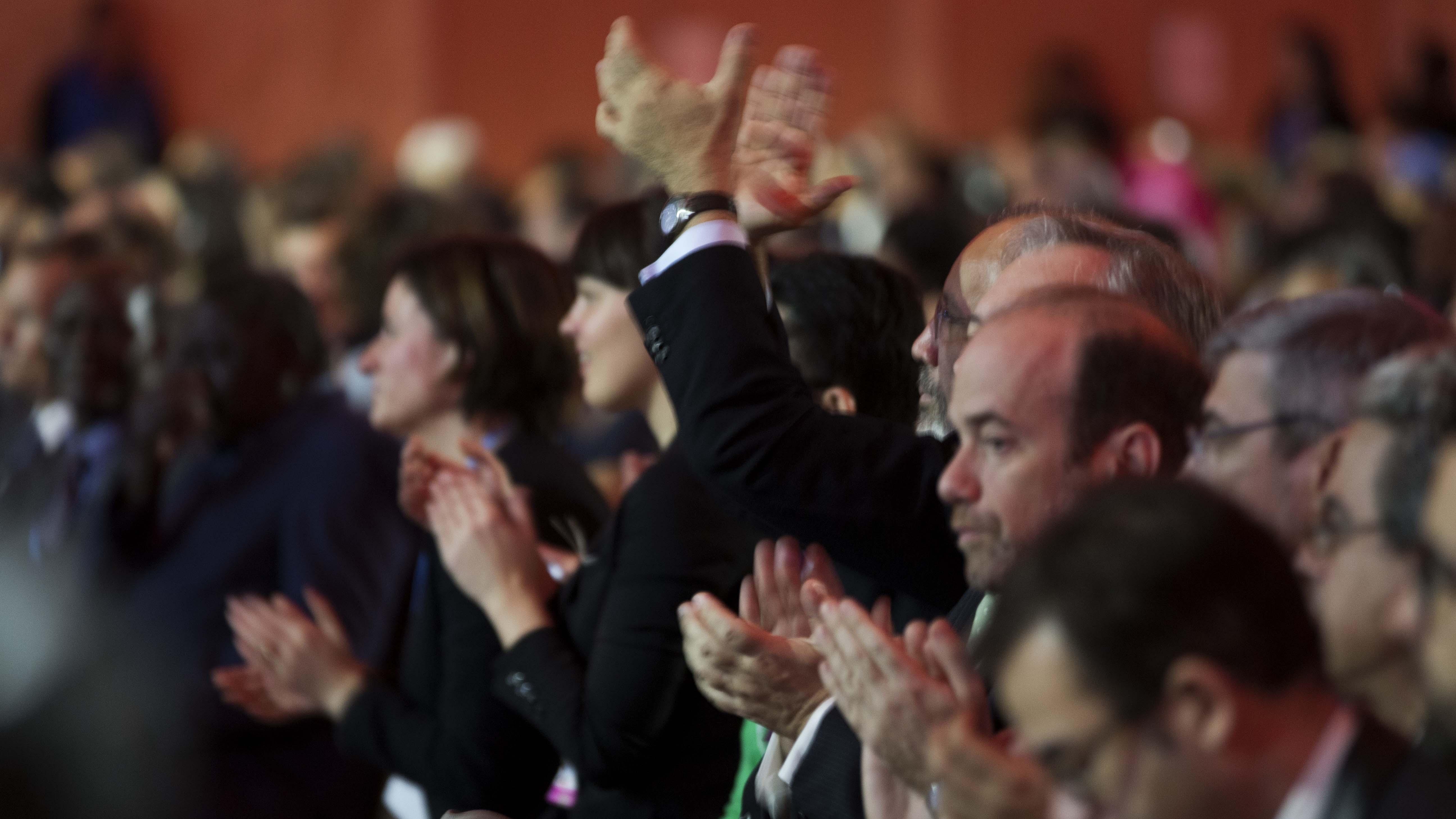 3c1dba0b Å klappe i hendene er det enkleste som finnes, og jammen blir det en flott  hyllest ut av det også! Foto: NTB Scanpix