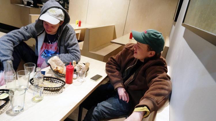 """Cezinando og kompis Lars Andersen, som produserer under navnet """"Mogger"""". Foto: Synne Eggum Myrvang, NRK P3."""