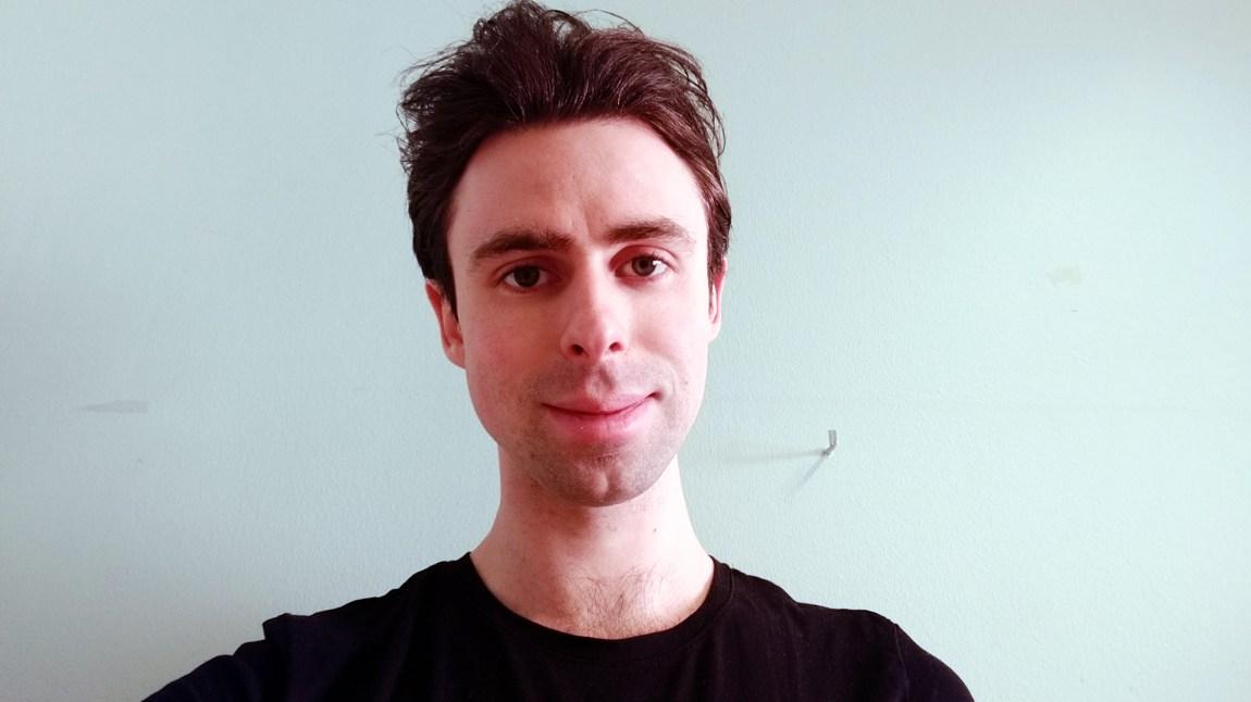 «Er ELTE-studentene gode nok?», undret Marius Stavang i en kronikk i fjor. Han mener fortsatt at det lønner seg å ta det norske profesjonsløpet. Foto: Marius Stavang / Privat