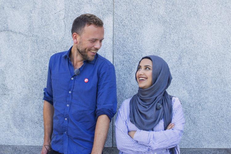 Faten Mahdi Al-Hussaini og SVs Audun Lysbakken. FOTO: NRK/Christian Breidlid