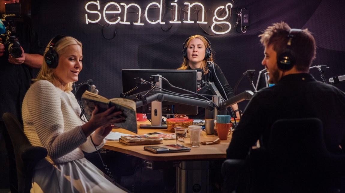 Kronprinsesse Mette-Marit på besøk hos P3morgen. Foto: Mattis Folkestad, NRK P3.