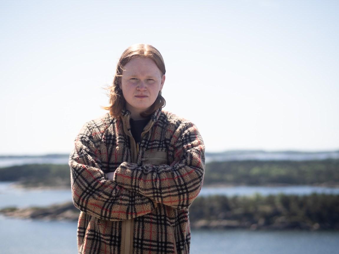 Et bilde av Jon Martin foran havgapet i Kristiansand