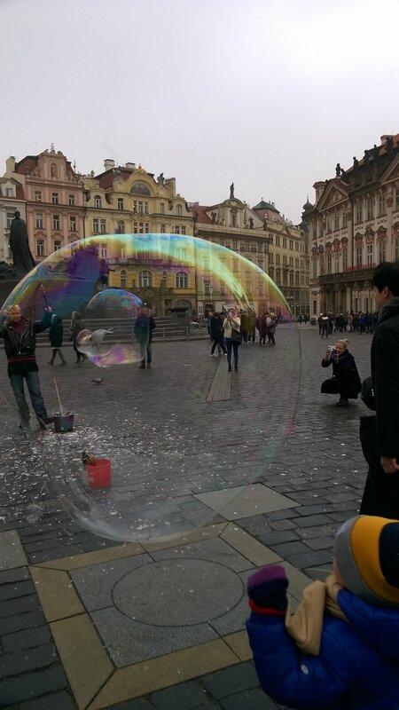 La place de la Vieille-Ville vue dans une bulle