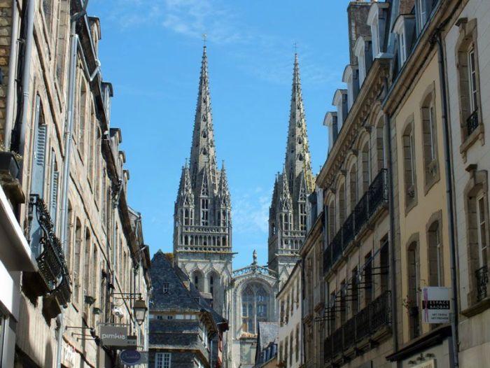 quimper-centre-ville-place-au-beurre-creperie-keltia-musique-cecile-corbel-harpe-marin-lhopiteau-faience-cathedrale-parc-retraite (17)