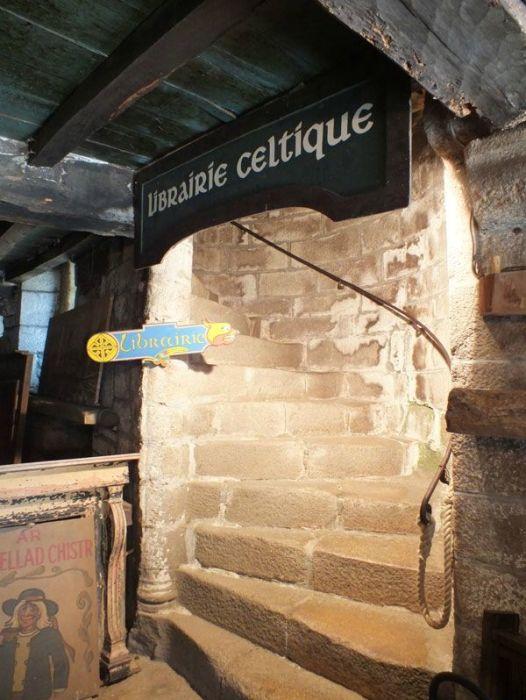 locronan-bretagne-finistere-touristique-boutiques-specialité-bretonnes-authentique-village-de-caractere-chocolatier-hortensias-chouans-monuments-historiques (16)