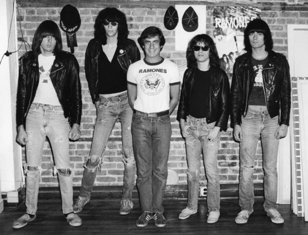 Danny_and_the_Ramones_at_Arturo_Vegas_Loft_24718328_type12499