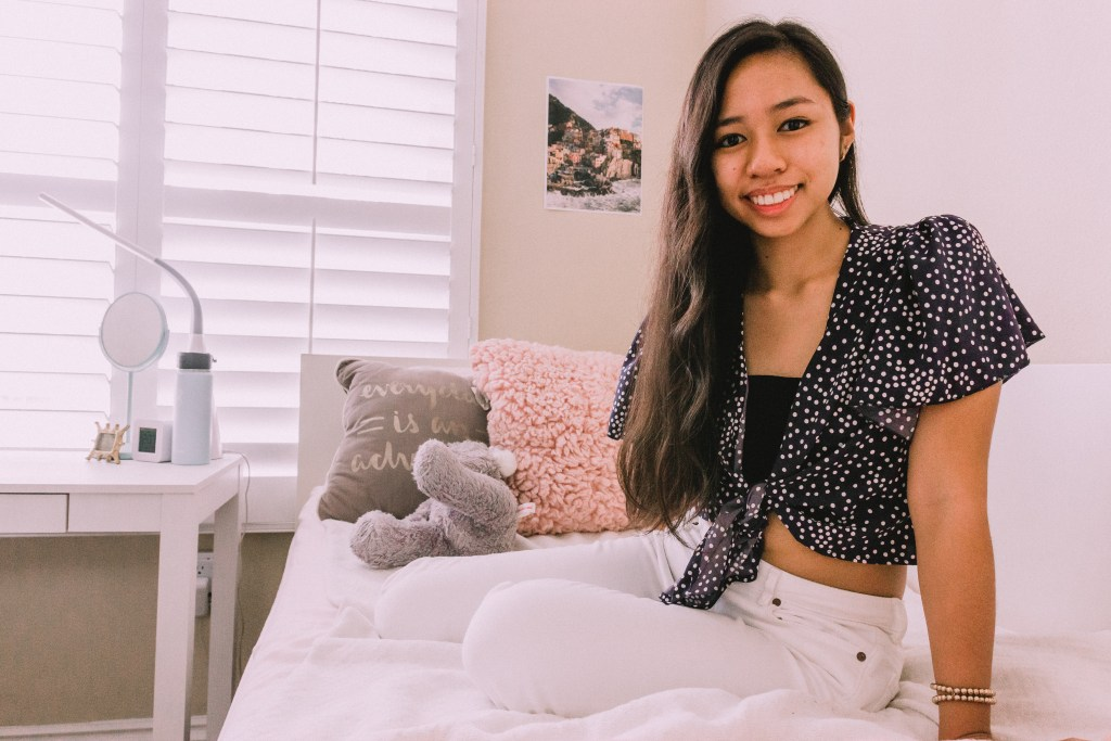 Do you need some ideas for decorating your small room? Watch my small room tour video for small bedroom decor ideas and helpful space saving hacks! The vibe of my room is cozy, chic, and aesthetic!