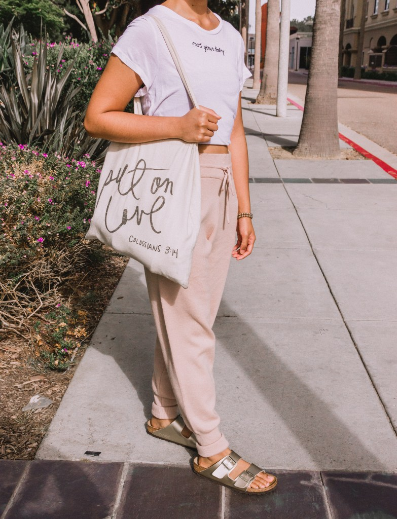 Do you need some inspiration on how to wear your joggers? Read this post to see 4 ways to style your joggers! I show you how you can easily dress them up or down. Be sure to read to the end to shop for some affordable pairs of joggers!