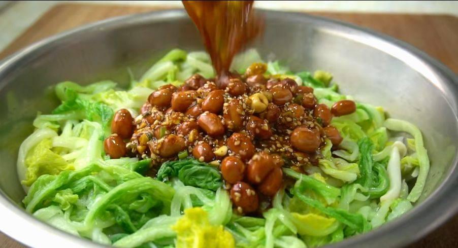 不想吃飯的時候,幺妹常做這盤白菜,不炒不用燉,香辣脆嫩又開胃
