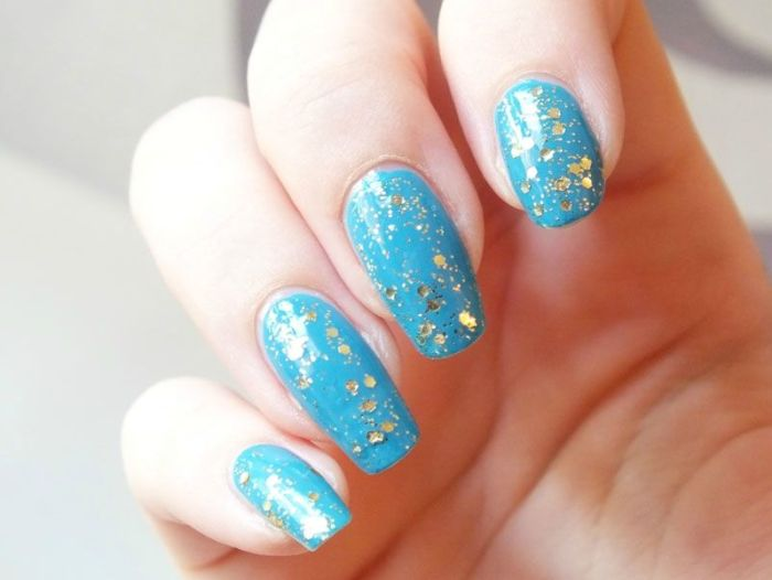 Ongles-longs-nail-art-simple-431-bleu-kiko-paillettes-dorées-sephora-lagon-ete-ocean-lagon (5)