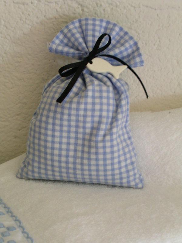 petits sachets de lavande pour parfumer nos armoires