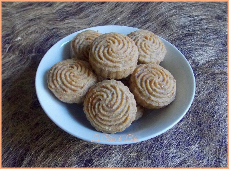mooncakes-raisins-secs-orange
