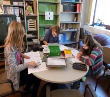 Freiarbeit in Lernbüros, Stammgruppenräumen und der Lupe
