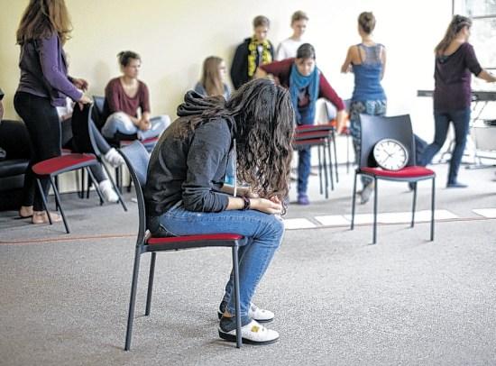 Alltagssituationen offenbaren, wie mit einigen Flüchtlingen in Deutschland umgegangen wird.