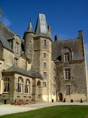 450px_Castle_Rochers_Sevigne2