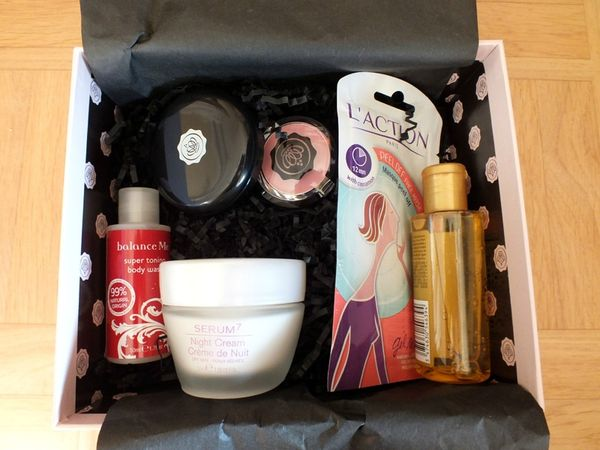 glossy-box-avril-2013-feminity-booster-kryolan-serum7-mythicoil (3)