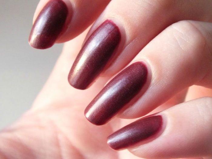 ruby-ribbon-revlon-nail-polish-mat-matte-rouge-lie-de-vin-vampire-gothique-velours-manucure-vernis-a-ongles-test-revue-swatch (2)