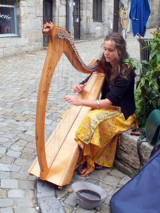 quimper-centre-ville-place-au-beurre-creperie-keltia-musique-cecile-corbel-harpe-marin-lhopiteau-faience-cathedrale-parc-retraite (9)