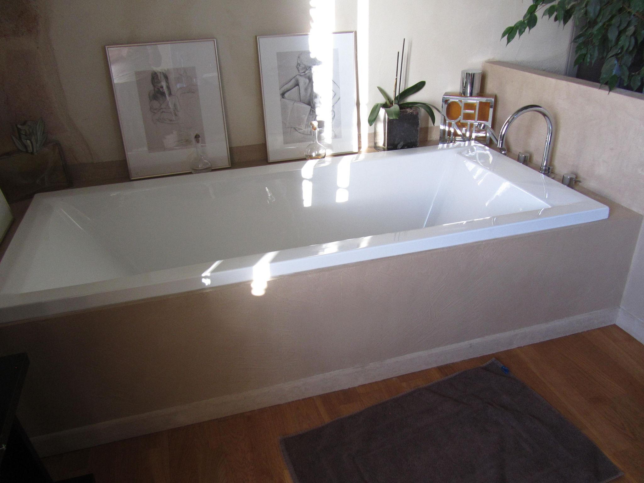 salle de bains beton cire sur tablier de baignoire