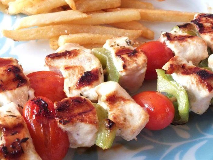 recette-brochettes-poulet-citron-tomates-poivrons-barbecue-grill-ete- (1)