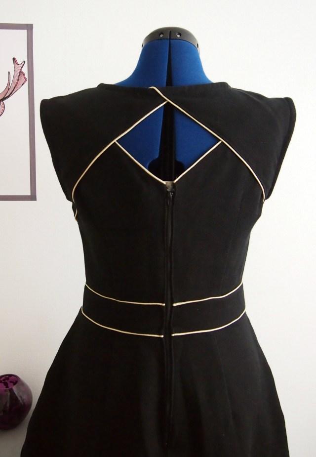 """Résultat de recherche d'images pour """"robe avec passepoil"""""""