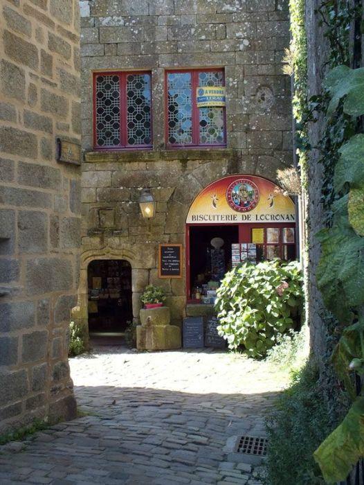 locronan-bretagne-finistere-touristique-boutiques-specialité-bretonnes-authentique-village-de-caractere-chocolatier-hortensias-chouans-monuments-historiques (13)