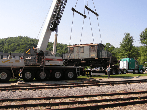 Loading 3000 for the move to the Trolley Display Building.